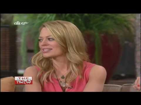 Jeri Ryan in very tight leather skirt