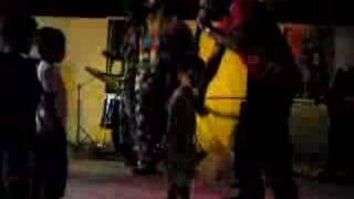 Os palhaços e a dança engraçada