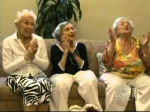 Unsere geile Chefin entzückt Senioren als Top Model - YouTube