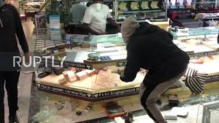 USA: LA jewellery shop looted amid George Floyd killing protests