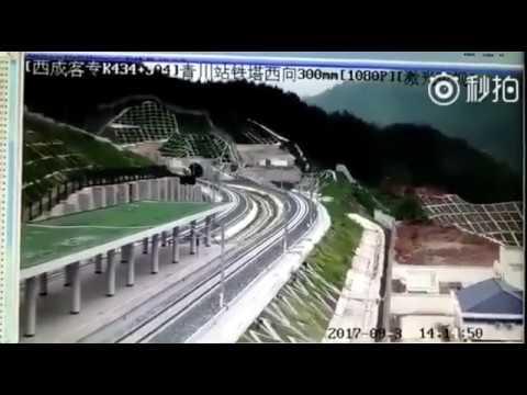 Sichuan, Qingchuan, China M5.4 earthquake September 30, 2017 - Shaking on camera