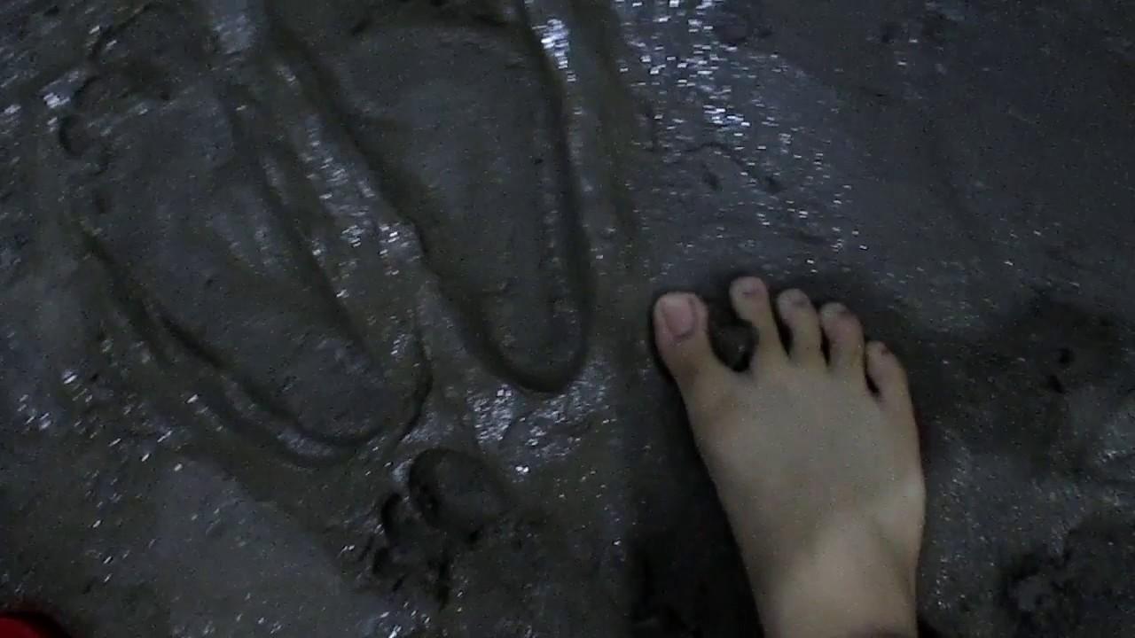 women-wet-cement-fetish