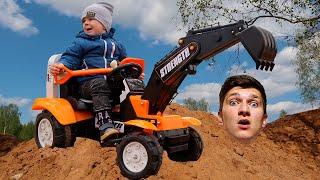 Малыш и ПАПА Сонные Играют с Трактором в Песке Видео для детей