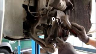 Peugeot 407  1,8  Пежо 407 2005 года Замена передних тормозных дисков и колодок