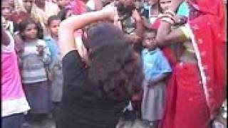 Hot desi village girl dance on bollywood song