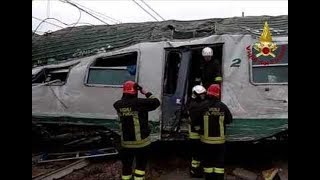 Milan Train Crash: Live Footage   Passengers panic as they leave derailed commuter train in Milan