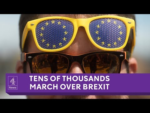 Tens of thousands march in pro and anti-Brexit rallies