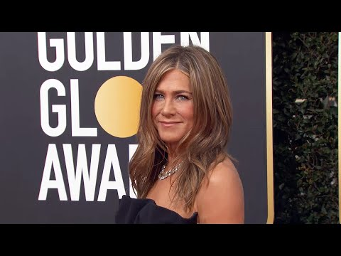 Watch Jennifer Aniston Arrive In Gorgeous Strapless Gown | Golden Globes 2020