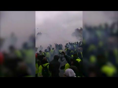 Les images d'une violence inédite à l'Arc de Triomphe
