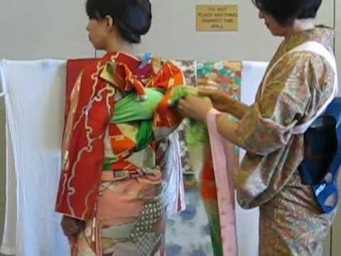 how to put on a kimono