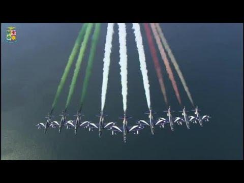 L'Italia vista dall'alto: l'Inno di Mameli e le Frecce Tricolori, il messaggio del ministero...