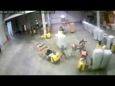 Драка на складе дикси