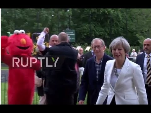 UK: Theresa May hits constituency polling station to cast ballot