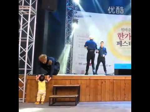 JJCC Mid-autumn Festival Simba Carrying A Child Part 1
