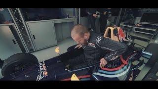 Блогер сел за руль машины Формулы!