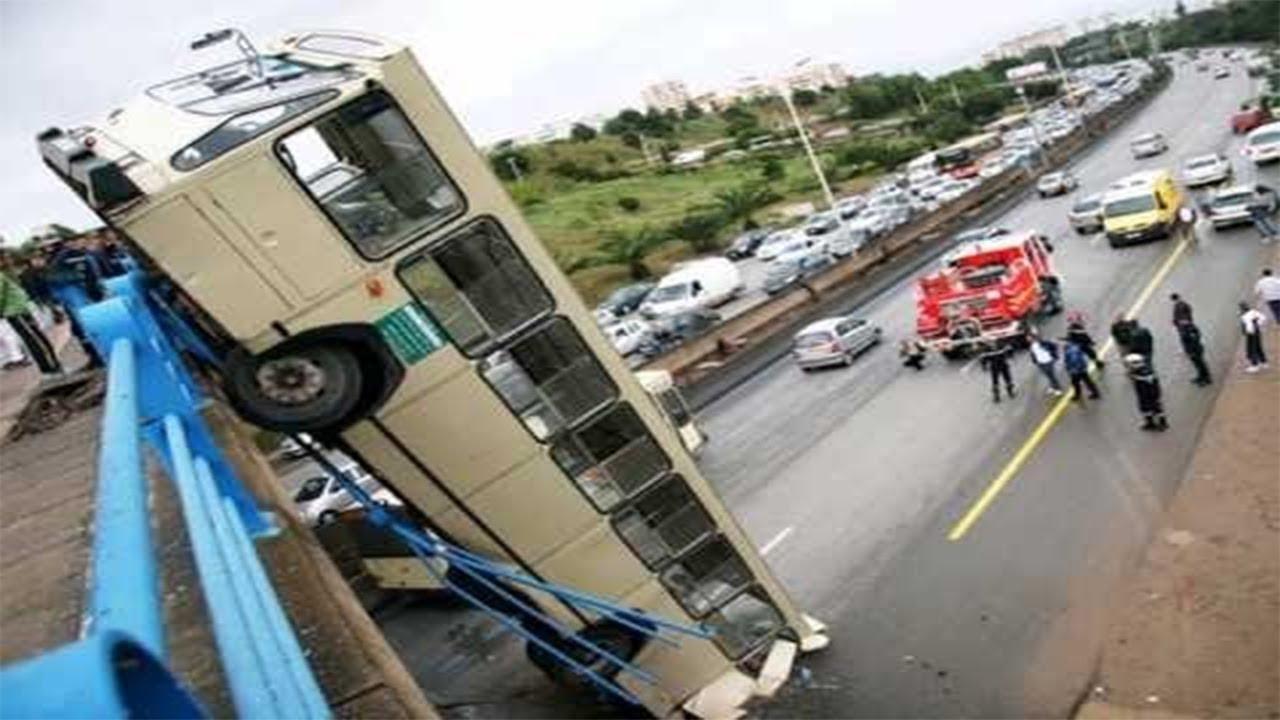 15 DANGEROUS IDIOTS Operator Heavy Equipment Disaster - Trucks Excavator Fail
