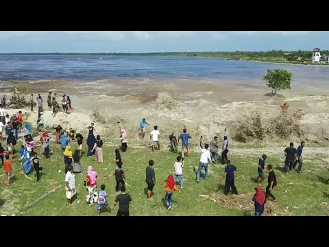 Incredible Tidal Bore HitsVillage in Indonesia With Unexpected Power Again (Part 2)