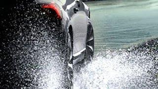 Как удержать машину на мокрой дороге?