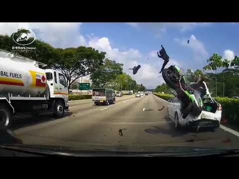DETIK DETIK Kecelakaan Maut KAWASAKI NINJA 250 VS Sedan di Jalan TOL Singapura Mp3