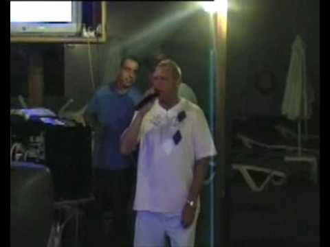 Paul 'Karaoke Diamond' Stevenson sings Hello Again by Neil Diamond