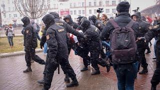 В Беларуси отмечают День Воли. Задержания в Минске, ОМОН со щитами, возмущенные граждане