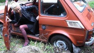 Frau steckt fest mit Fiat126 - mud stuck car