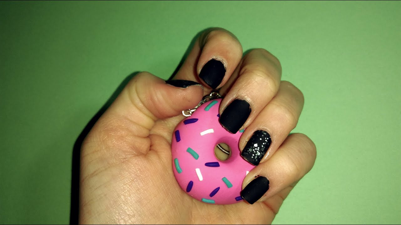 Diseño de uñas negro con brillantina mate || Matte black nails with ...