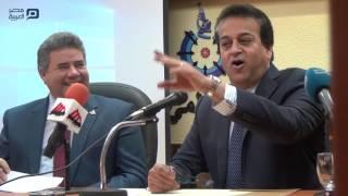 مصر العربية | وزير التعليم العالي: الكتب هتبقى أون لاين.. وطالب يرد: «معنديش تليفون»