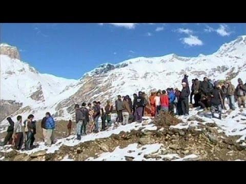 Neve e valanghe sull'Himalaya: almeno 24 morti