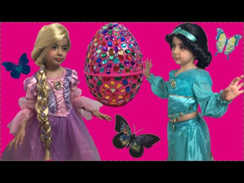Видео: Disney Jasmine And Rapunzel In Real Life Giant Surprise Eggs  Frozen Elsa Toys  Kinder Egg