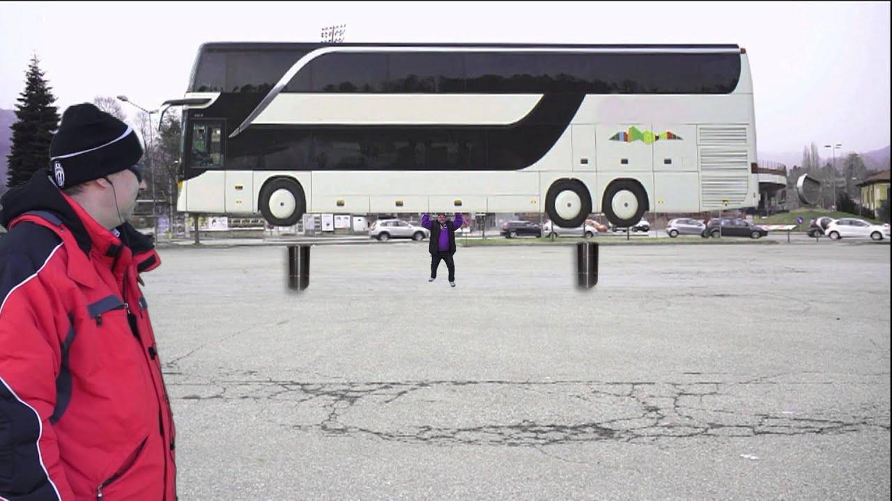 Download Uomo solleva autobus con le braccia guinness world record