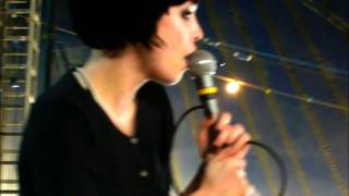 """Alice Glass """"Yes , No"""" Leeds Festival 2009"""