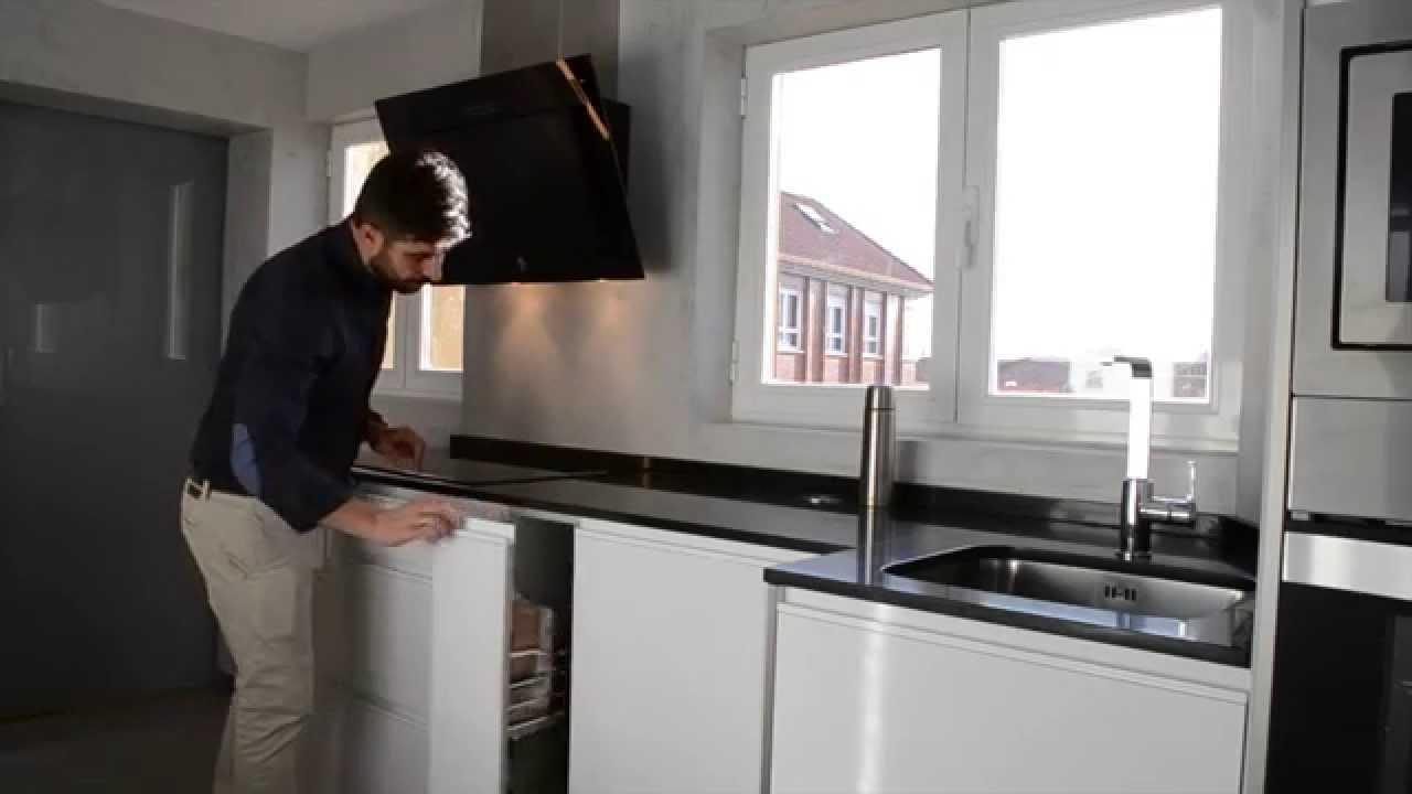 Cocina u ero blanco cocinas cjr youtube for Cocina con electrodomesticos de color negro