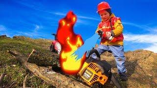 Весёлый Лёва Играет в Профессию Пожарного. Лёва пришел на помощь Папе!