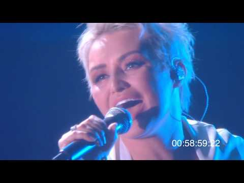 Видео: Катя Лель и Перукуа - Крутые берега  (Концерт