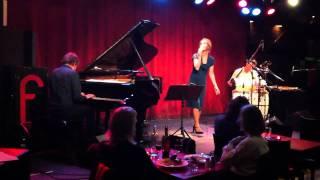 "Sofia Pettersson ""Var e hon"" Live Fasching 2011"
