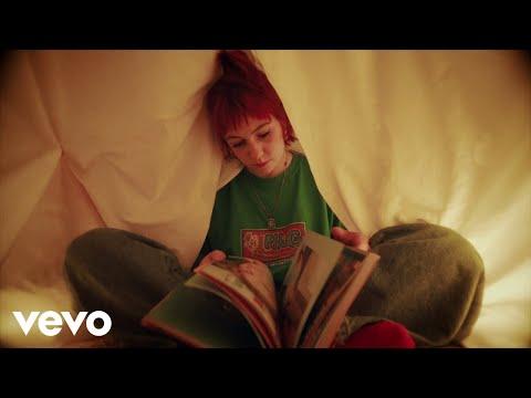 Biig Piig - Don't Turn Around (Official Video)