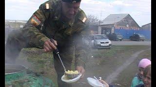 Казаки организовали праздник для жителей поселка Бакалда с концертом и полевой кухней(, 2017-05-11T13:50:36.000Z)