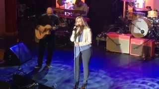 Trisha Yearwood sings Blue Bayou! Linda Ronstadt.
