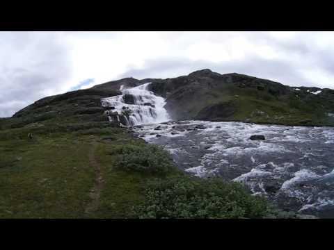 VIUen360 una de les moltes cascades del camí entre Flam i Hagafoss, Noruega.