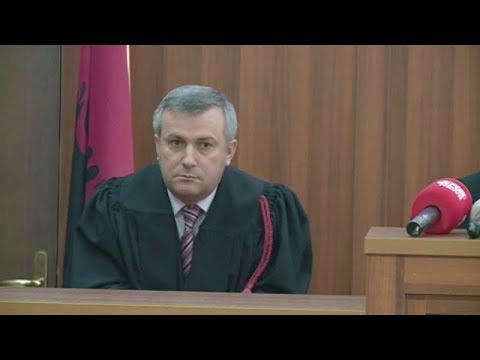 Ora News -  Gjyqtari Shkëlqim Miri mbetet në burg, milionat u gjendën në dhomën e fëmijëve