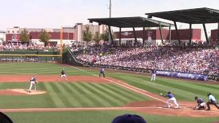 Javy Baez doubles in two runs against Padres