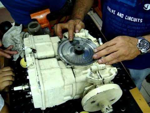 montagem do motor jet sea doo bombardier 2t 013 mov youtube rh youtube com Jet Ski Drive System Kawasaki 750 Jet Ski Engine