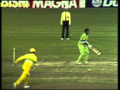 Javed Miandad fights with Australia after LBW