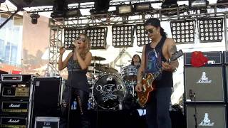 Slash w Fergie   Beautiful Dangerous   Sound Check   HD