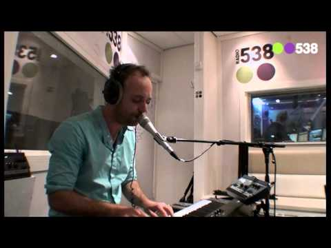 Niels Geusebroek - Year of Summer (Live bij Ruuddewild)