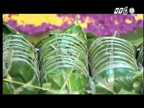Bánh chưng tím làm từ lá màu và nếp cẩm