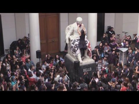 Estudiantes se toman la Universidad de Chile para exigir fin del sexismo