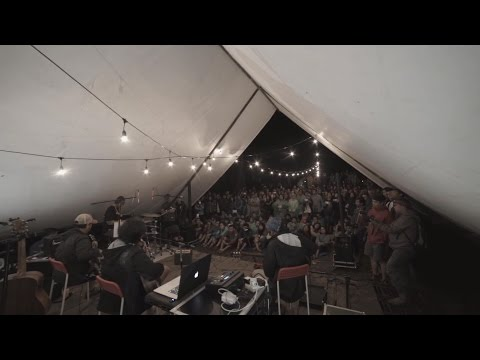 Tiap Senja (Live At Bungbuay)
