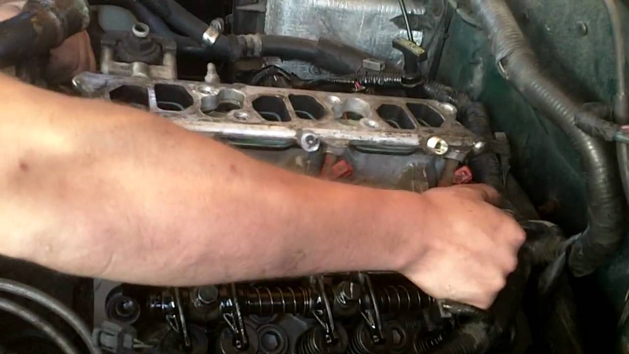 medium resolution of putting the lower intake on my 1997 ford explorer 4 0 ohv sport 4wd